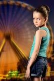 Mädchen im Vergnügungspark Lizenzfreies Stockbild