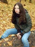 Mädchen im Wald Stockfoto