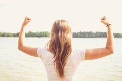 Mädchen im Wasser lizenzfreie stockbilder