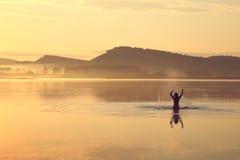 Mädchen im Wasser Stockfotos