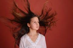 Mädchen im Windfliegenhaar Lizenzfreie Stockfotos