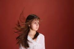 Mädchen im Windfliegenhaar Stockbilder
