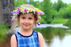 Mädchen im Wreath lizenzfreie stockbilder