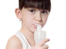 Mädchen inhaliert Lizenzfreie Stockfotografie