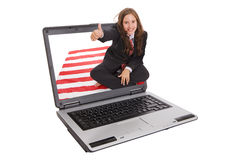Mädchen innerhalb eines Laptops lizenzfreie stockbilder