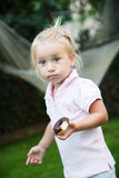 Mädchen isst donnut Stockbilder