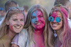 Mädchen ist Teilnehmer des kulturellem und Musikfestivals Sziget in Budapest, Ungarn Stockfotografie