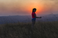 Mädchen-jugendlich Sonnenuntergang-Landschaft Stockbilder