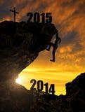 Mädchen klettert in das neue Jahr 2015 Lizenzfreies Stockfoto