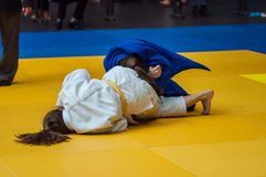 Mädchen konkurrieren im Judo Lizenzfreies Stockbild