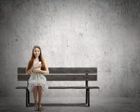 Mädchen Lesebuch Stockfotos