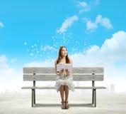 Mädchen Lesebuch Stockbild