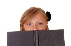 Mädchen Lesebuch Lizenzfreie Stockbilder