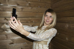 Mädchen machen Selfie stockfotografie