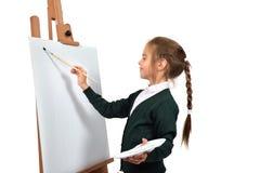 Mädchen malt auf leerem Gestell Lizenzfreie Stockfotografie