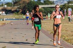 Mädchen-Marathonlauf-Aktion Lizenzfreie Stockfotografie