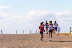 Mädchen-Marathonlauf-Aktion Stockfotos