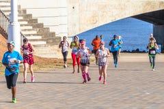 Mädchen-Marathonlauf-Aktion Stockfoto