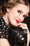 Mädchen mit alter Kamera Stockfoto