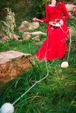 Mädchen mit Bällen von Faden 3 stockbild