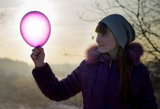 Mädchen mit Ballon. lizenzfreies stockbild