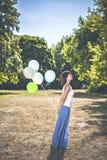 Mädchen mit Ballonen Lizenzfreie Stockfotografie