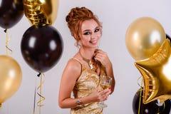 Mädchen mit Ballonen im Studio Lizenzfreie Stockfotografie