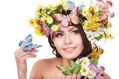 Mädchen mit Basisrecheneinheit und Blume auf Kopf. Stockbilder