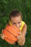 Mädchen mit Basketball 3 lizenzfreies stockbild