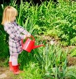 Mädchen mit Bewässerungsdose Lizenzfreie Stockbilder
