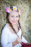 Mädchen mit Blumenkranz Lizenzfreies Stockbild