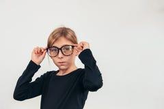 Mädchen mit Brillen lizenzfreie stockbilder
