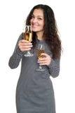 Mädchen mit Champagnerglasschönheitsporträt, kariertes Schwarzweiss-Kleid, langes gelocktes Haar, Zauberkonzept, lokalisiert auf  Lizenzfreies Stockfoto