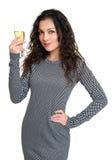Mädchen mit Champagnerglasschönheitsporträt, kariertes Schwarzweiss-Kleid, langes gelocktes Haar, Zauberkonzept, lokalisiert auf  Lizenzfreie Stockfotos