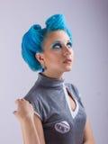 Mädchen mit dem blauen Haar Stockfotografie