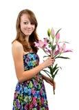 Mädchen mit dem Blumenkleid, das Lilie hält stockbild