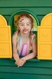 Mädchen mit dem Facepainting im bunten Haus Lizenzfreie Stockfotografie