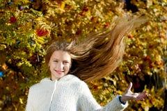 Mädchen mit dem Flugwesen-Haar Lizenzfreie Stockfotos