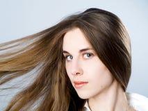 Mädchen mit dem langen Haar Lizenzfreie Stockfotografie