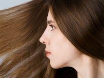 Mädchen mit dem langen Haar Stockfotografie