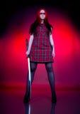 Mädchen mit dem roten Haar und einer Klinge Lizenzfreie Stockbilder