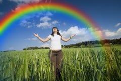 Mädchen mit den breiten Armen öffnen sich Lizenzfreies Stockfoto