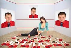 Mädchen mit den Fotographien des Mannes, Collage Lizenzfreies Stockbild