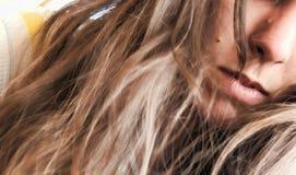 Mädchen mit den Lippen und Stelle Stockbilder