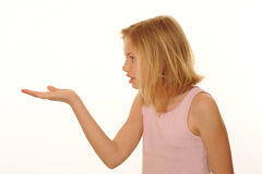 Mädchen mit der ausgestreckten Hand Lizenzfreie Stockfotografie