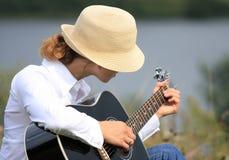 Mädchen mit der Gitarre Stockbilder