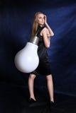 Mädchen mit der großen Lampe Lizenzfreie Stockfotos