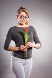 Mädchen mit der Tulpe voll vom Hoffnungsträumen Stockfotos