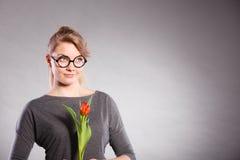 Mädchen mit der Tulpe voll vom Hoffnungsträumen Lizenzfreies Stockbild