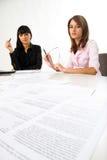 Mädchen mit Dokumenten Lizenzfreie Stockbilder